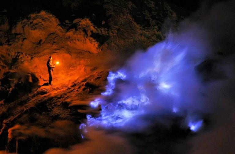 Ijen blue fire in a private tour package at mount ijen to see blue flame